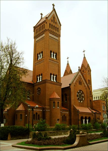 Костел Святого Симеона и Святой Елены («Красный костел»)